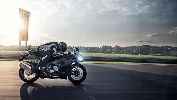 Kawasaki Ninja ZX 6R in motion