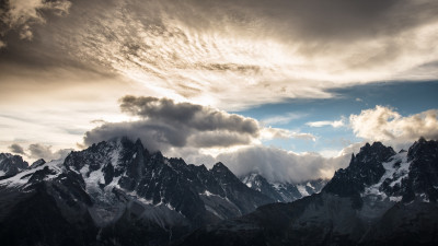 Mountain peaks, clouds, landscape from Chamonix