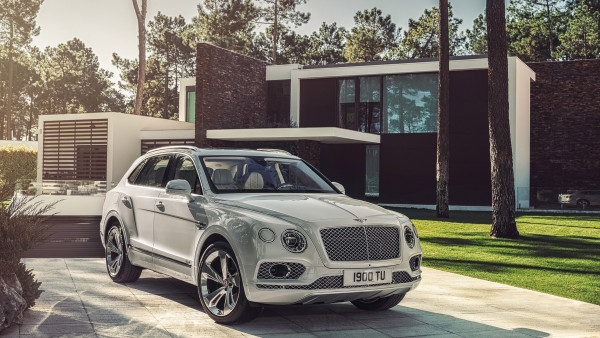 2048x2048 Mercedes Car Steering Full Hd Ipad Air Hd 4k: Bentley Bentayga Hybrid 2018