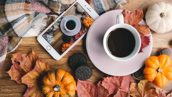 autumn coffee pumpkins leaves 600x338 mm 90