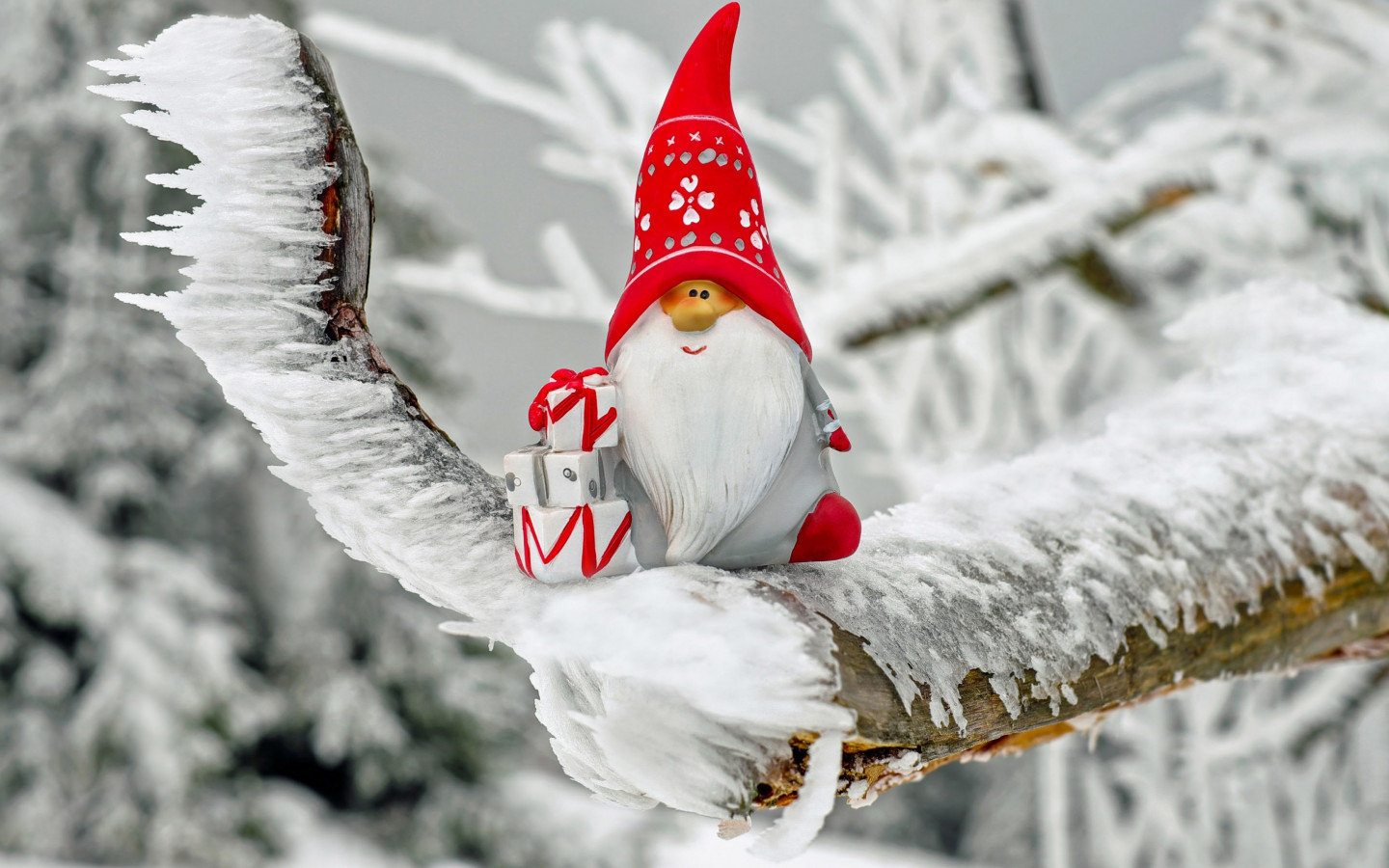 Santa Claus figurine wallpaper 1440x900