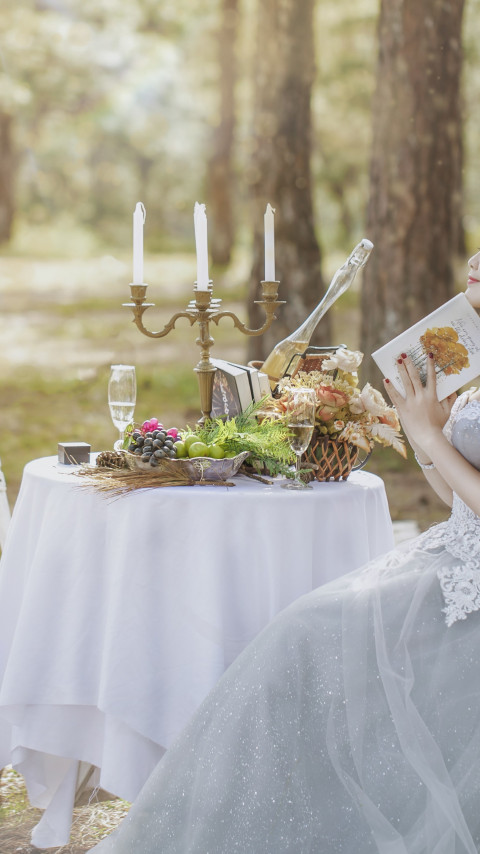 Bride in wedding outdoor scenery | 480x854 wallpaper