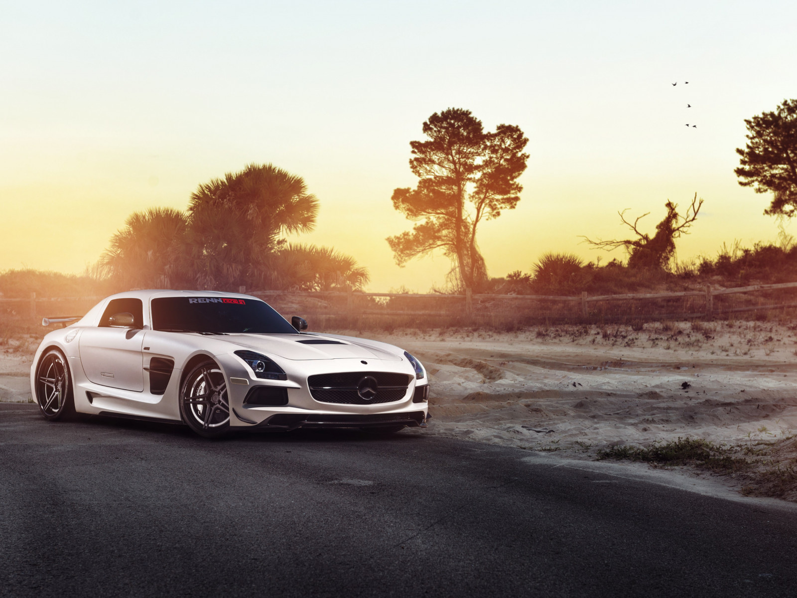 Mercedes SLS wallpaper 1600x1200