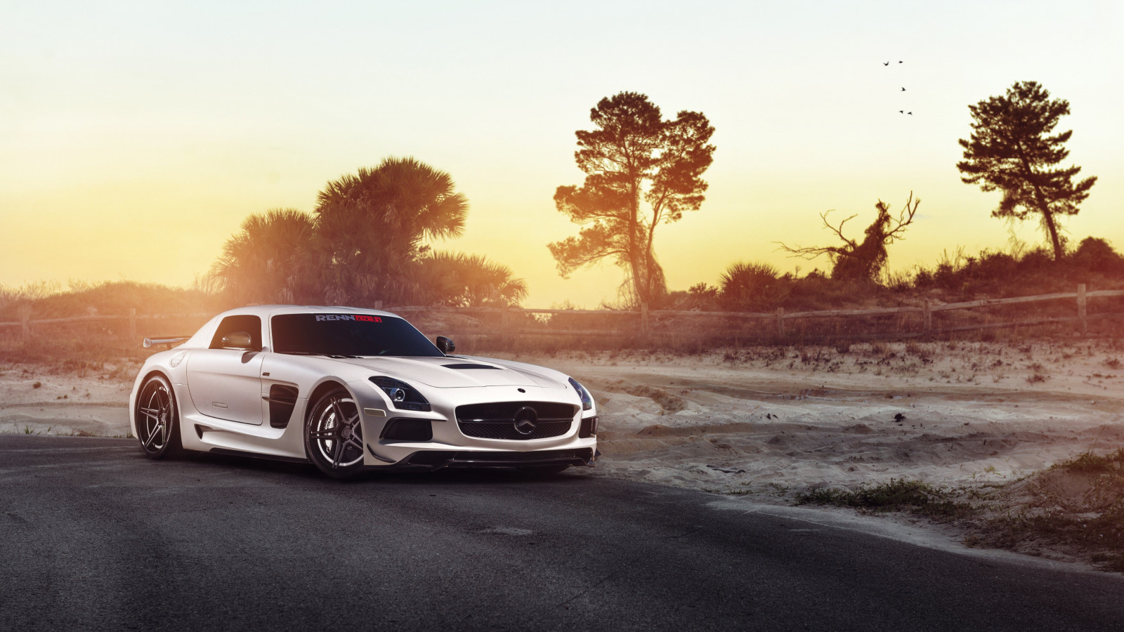 Mercedes SLS wallpaper 1600x900