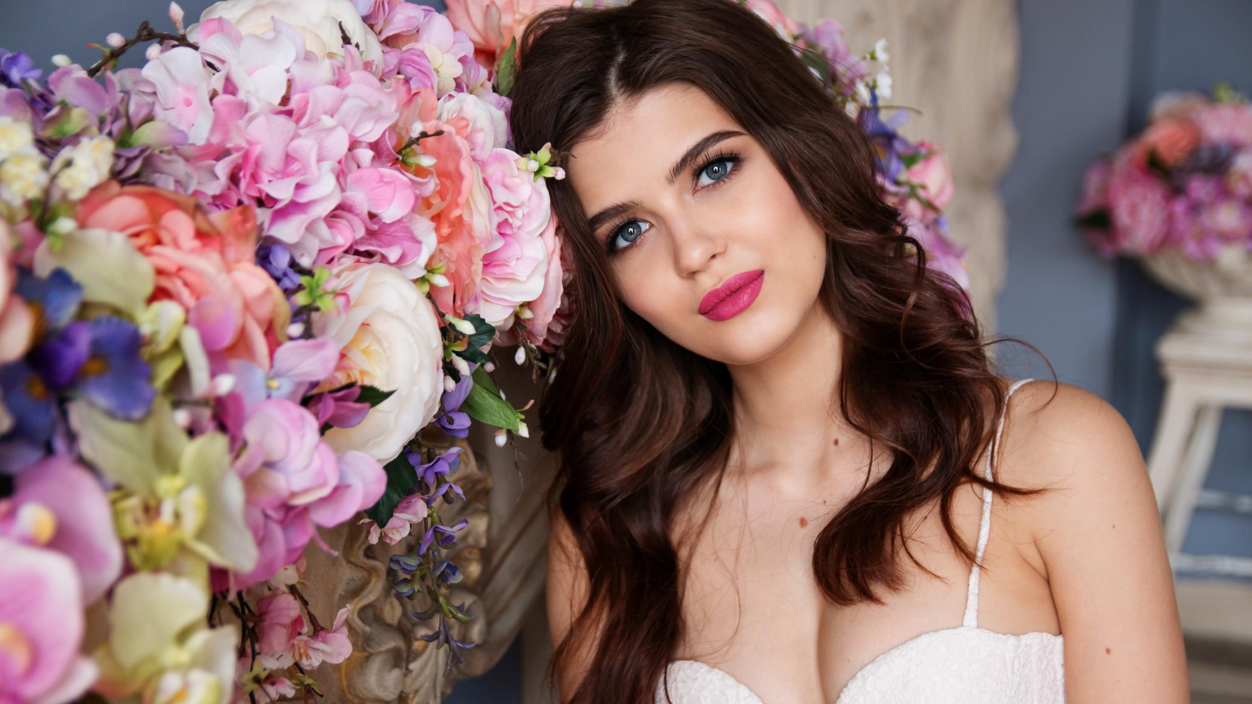 Download Wallpaper Beautiful Girl Portrait 2560x1440