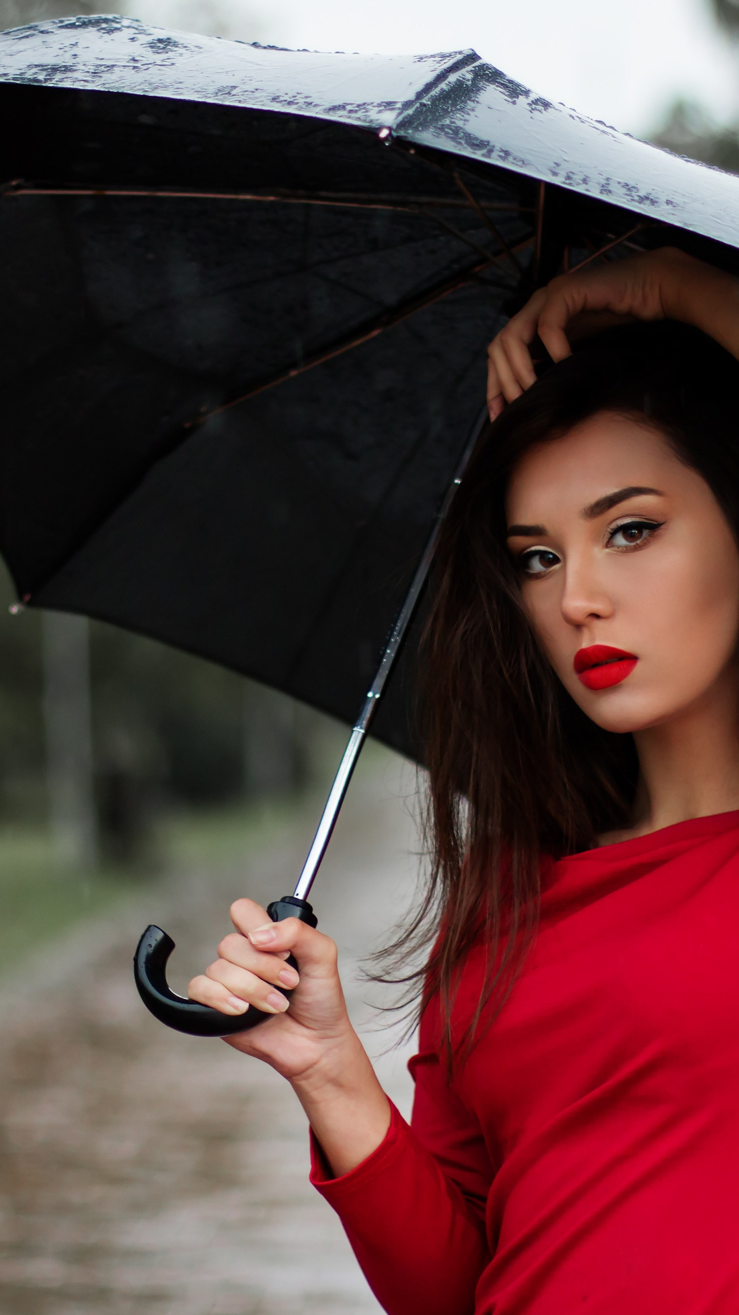 Beauitful girl in a rainy day wallpaper 1440x2560