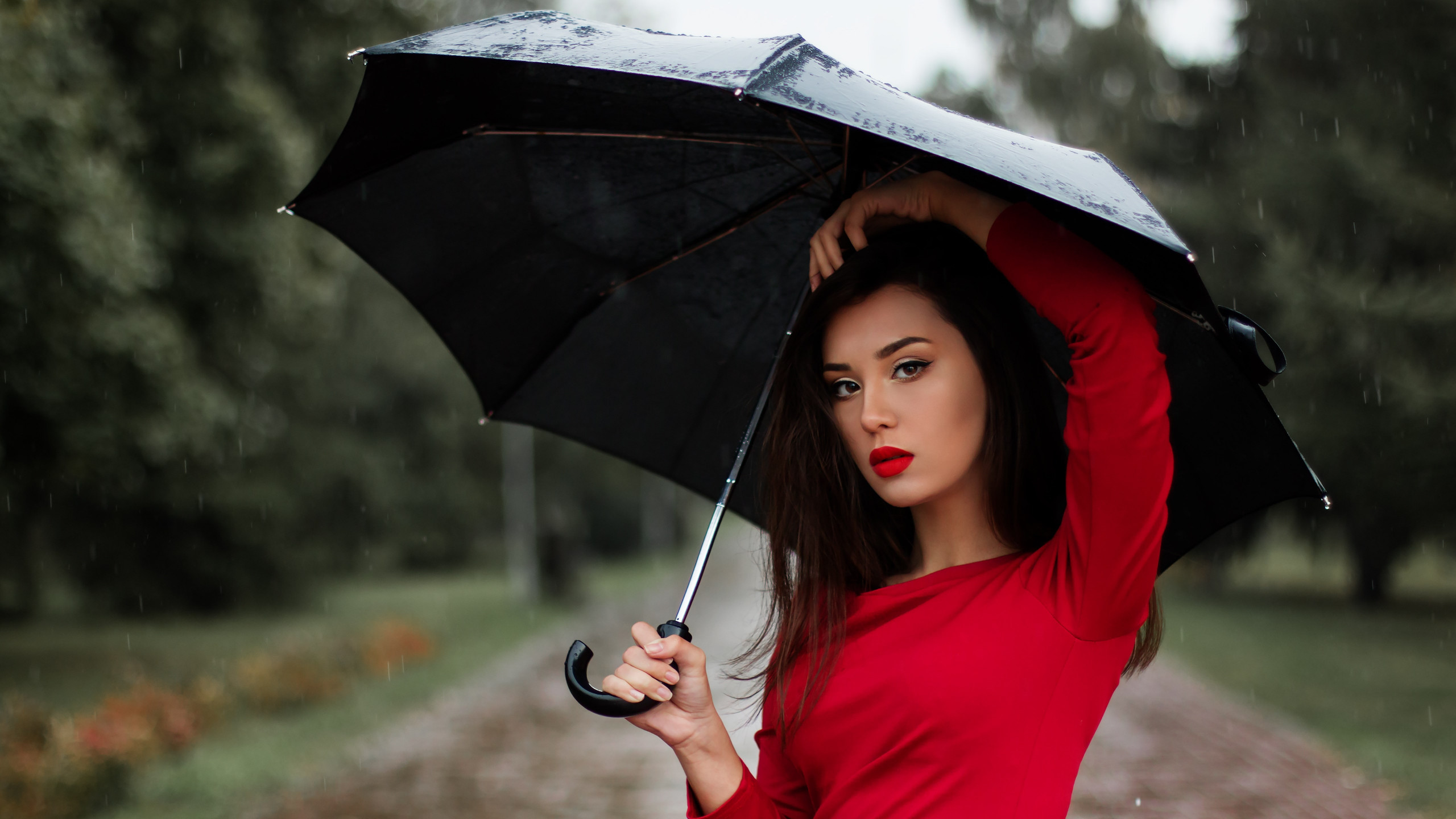 Beauitful girl in a rainy day wallpaper 2560x1440