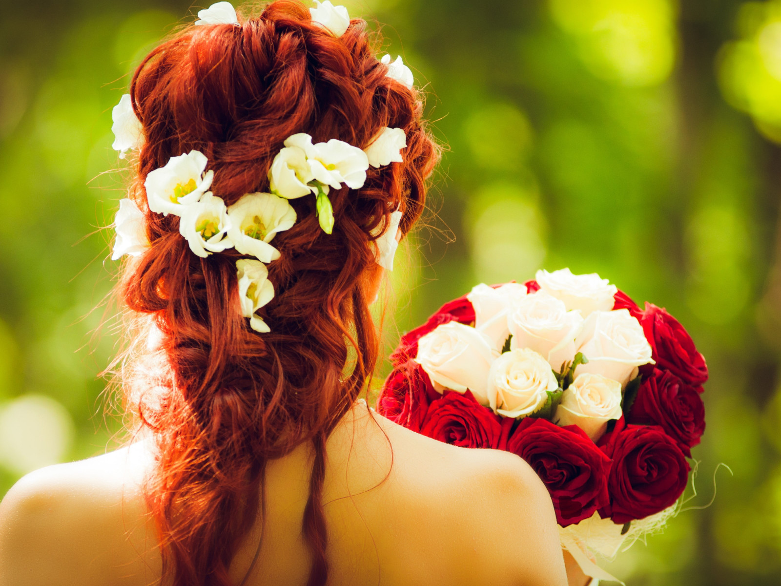 Bride and wedding flowers wallpaper 1600x1200