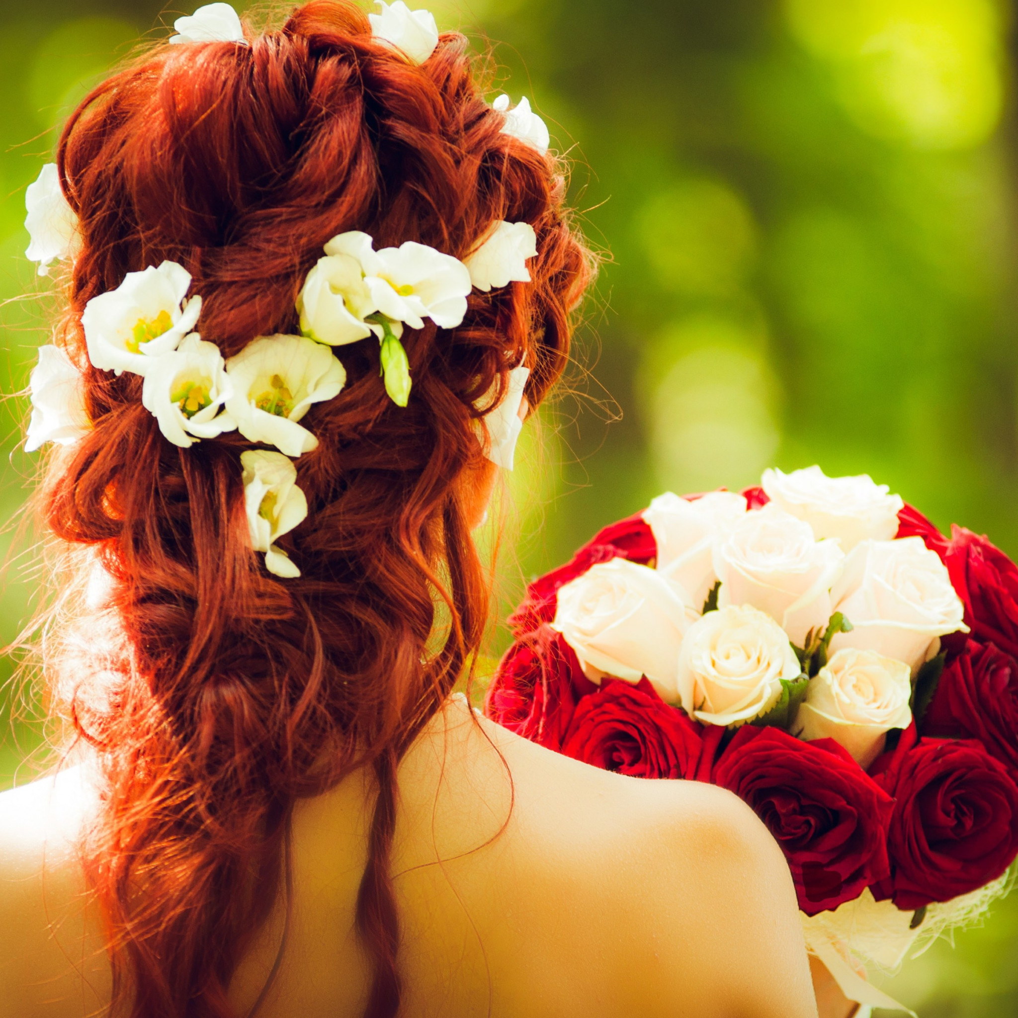 Bride and wedding flowers wallpaper 2048x2048
