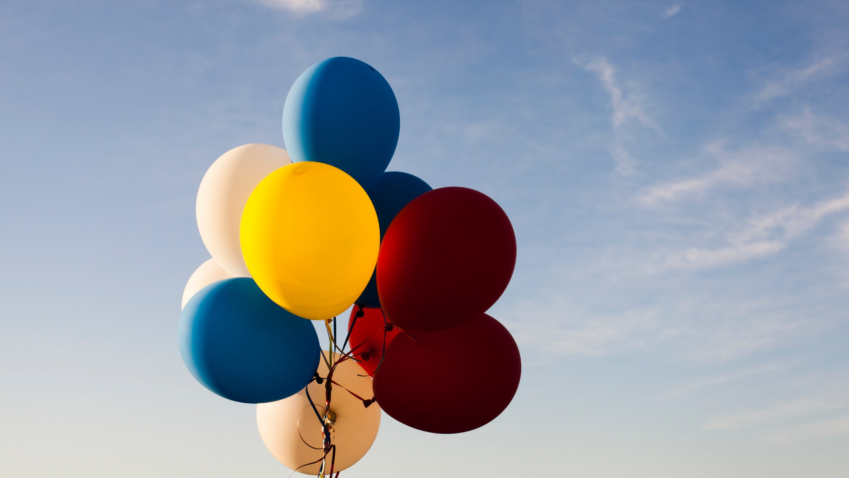 Colored balloons wallpaper 2880x1620