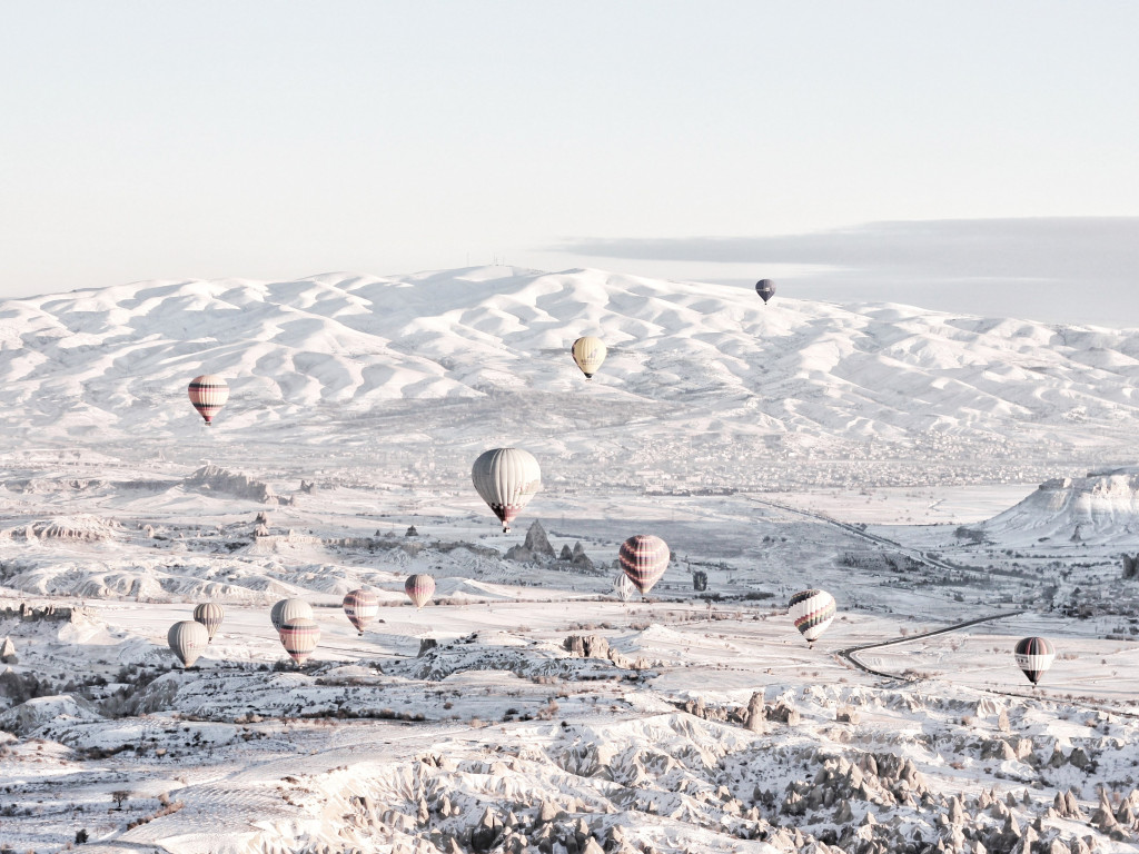 Hot air balloons in Winter landscape wallpaper 1024x768