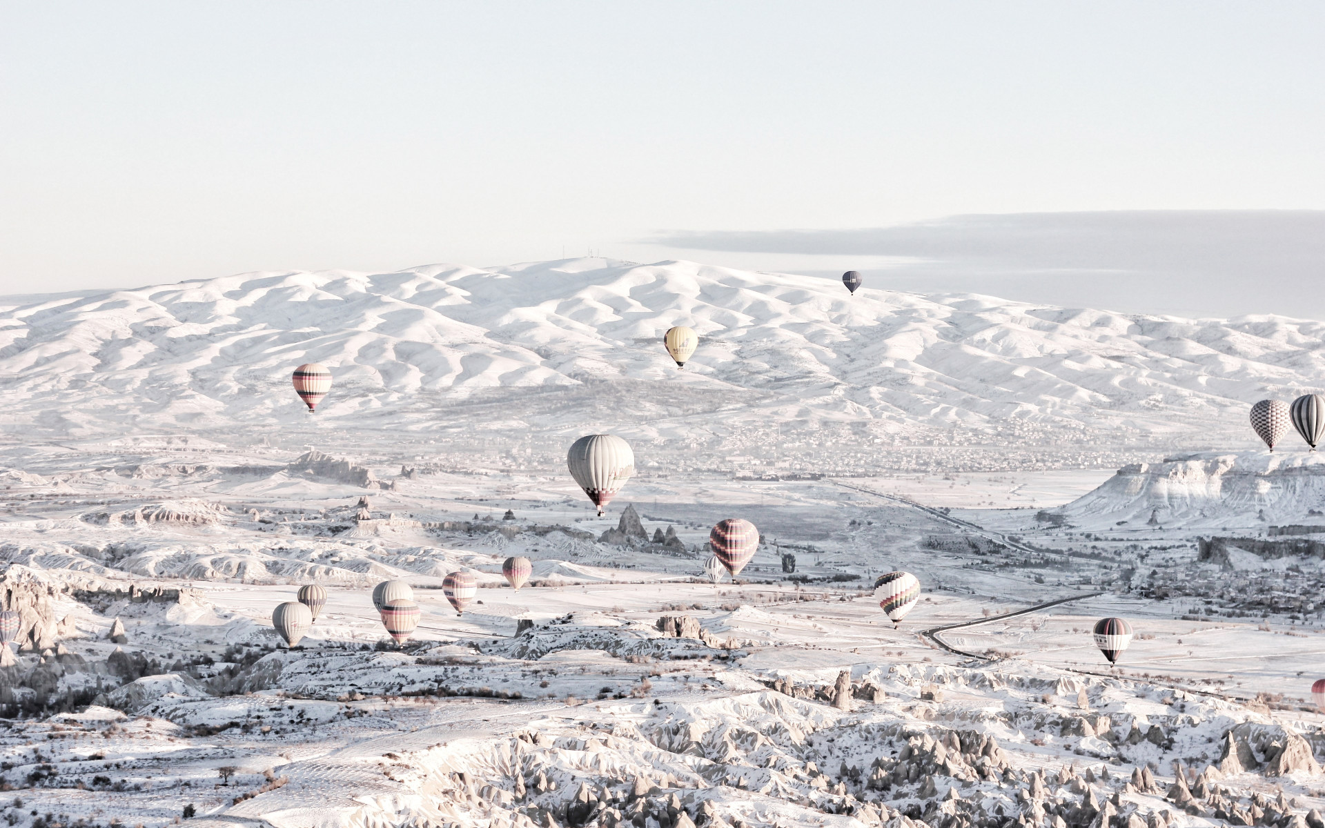 Hot air balloons in Winter landscape wallpaper 1920x1200