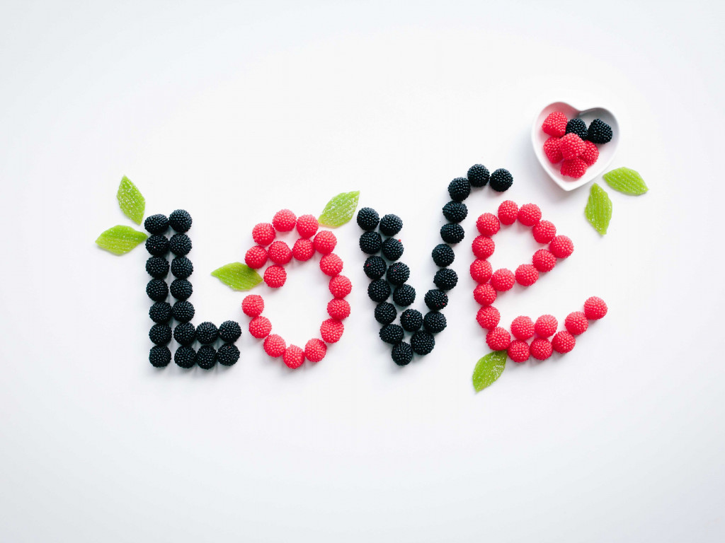 Love message with fruits wallpaper 1024x768