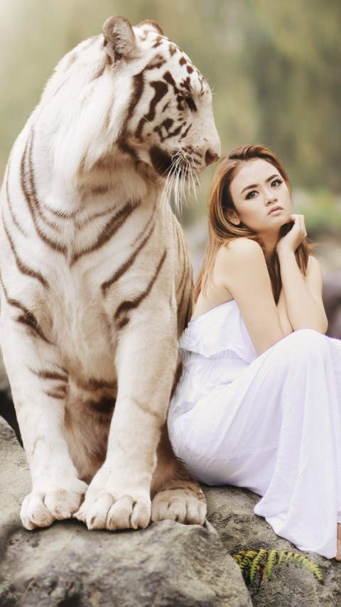 Bengal tiger and a beautiful girl | 480x854 wallpaper