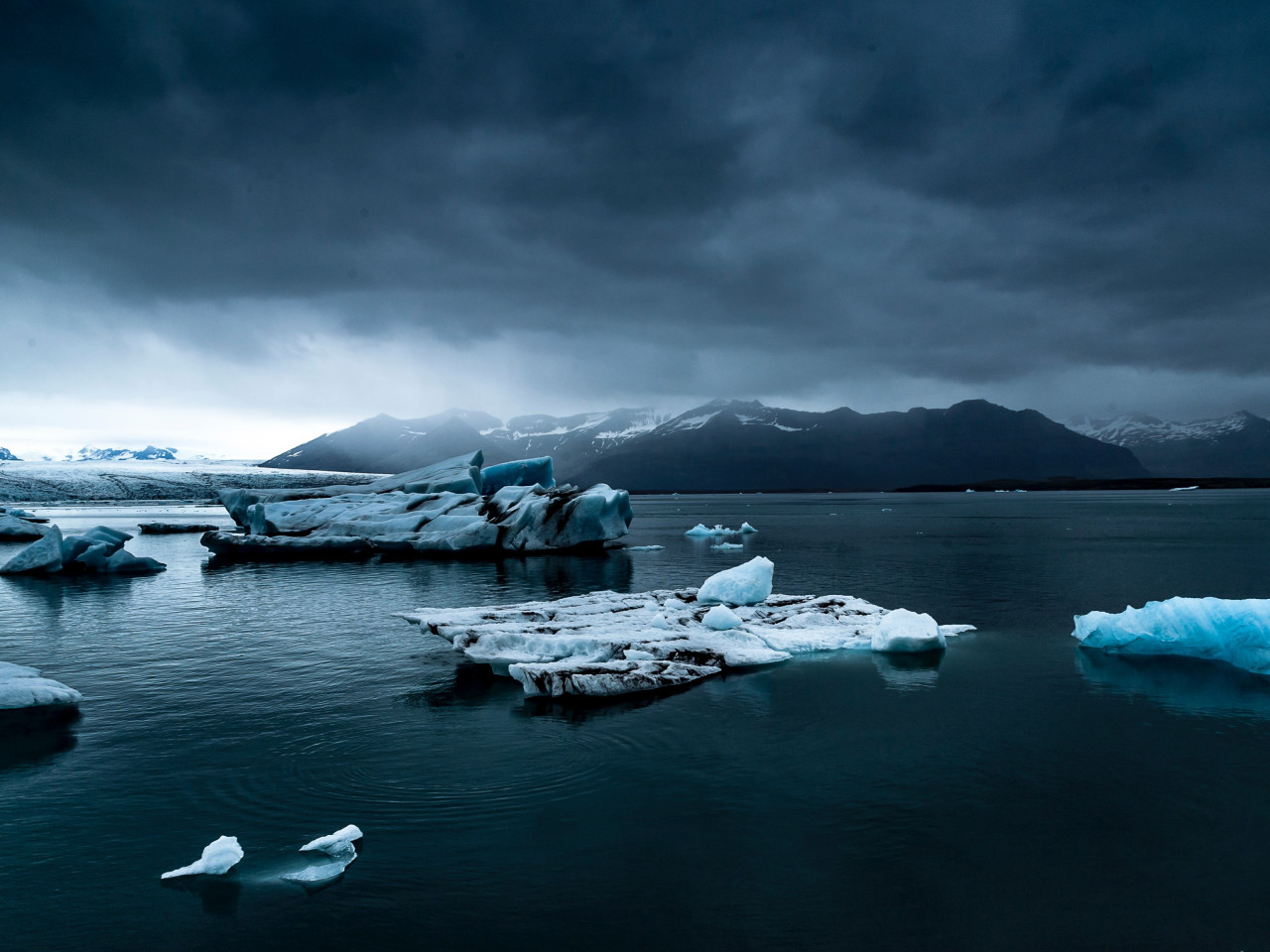 Icebergs, ocean in Iceland wallpaper 1280x960