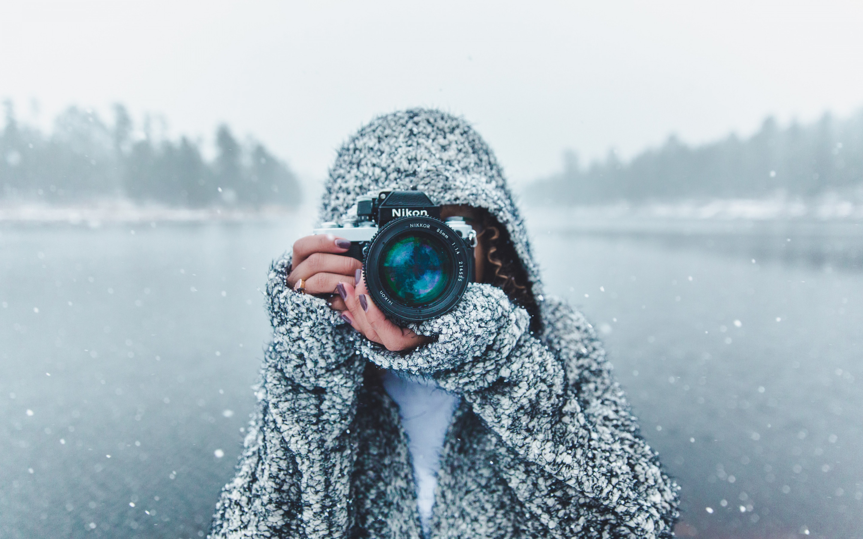 Photographer with Nikon camera wallpaper 2880x1800
