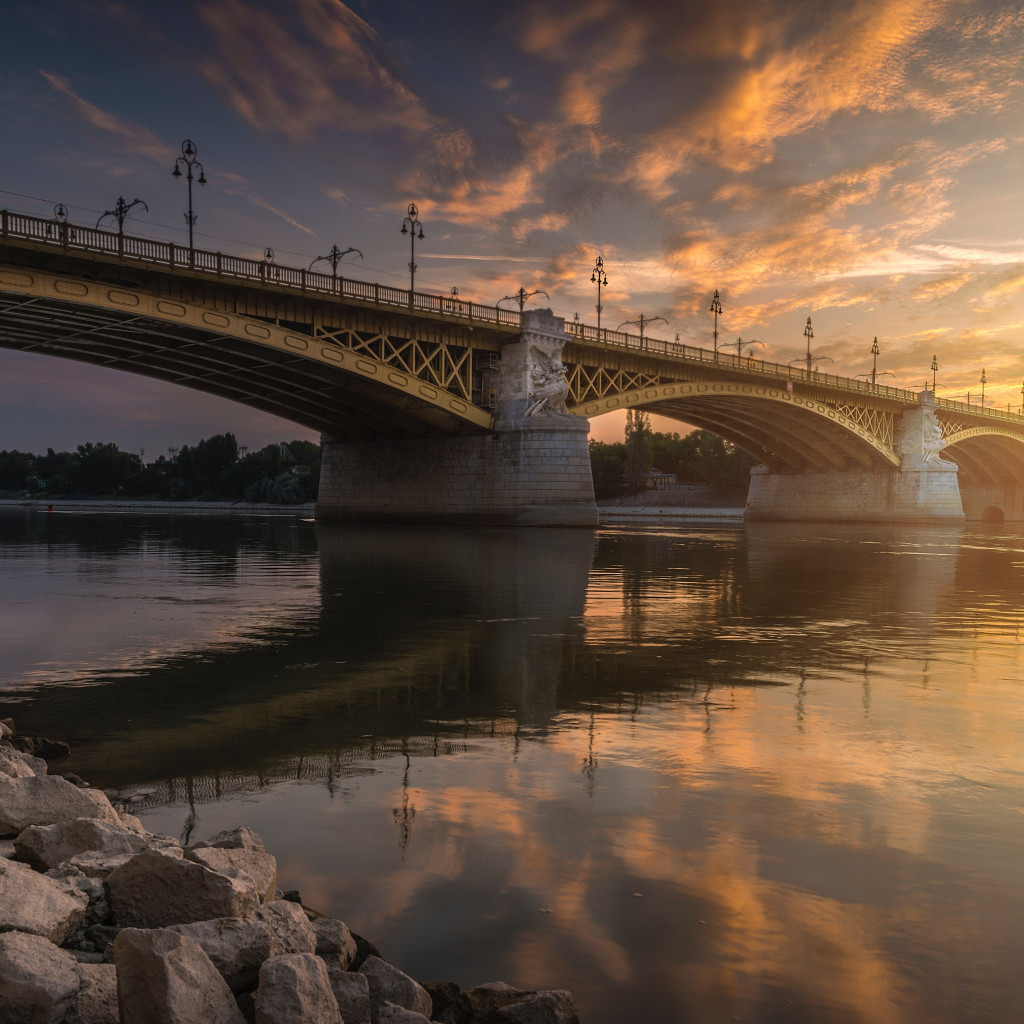 Margaret Bridge over Danube river wallpaper 1024x1024