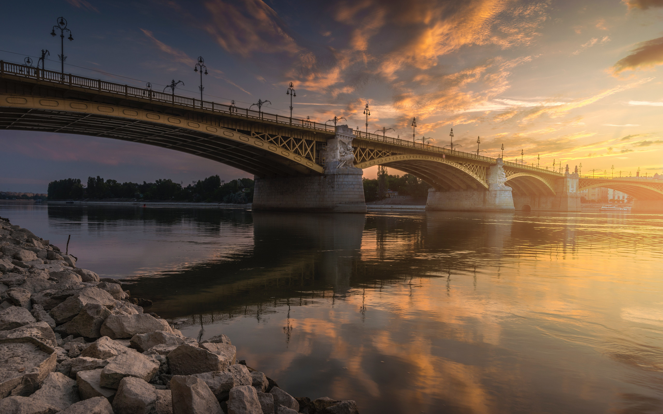 Margaret Bridge over Danube river wallpaper 2560x1600