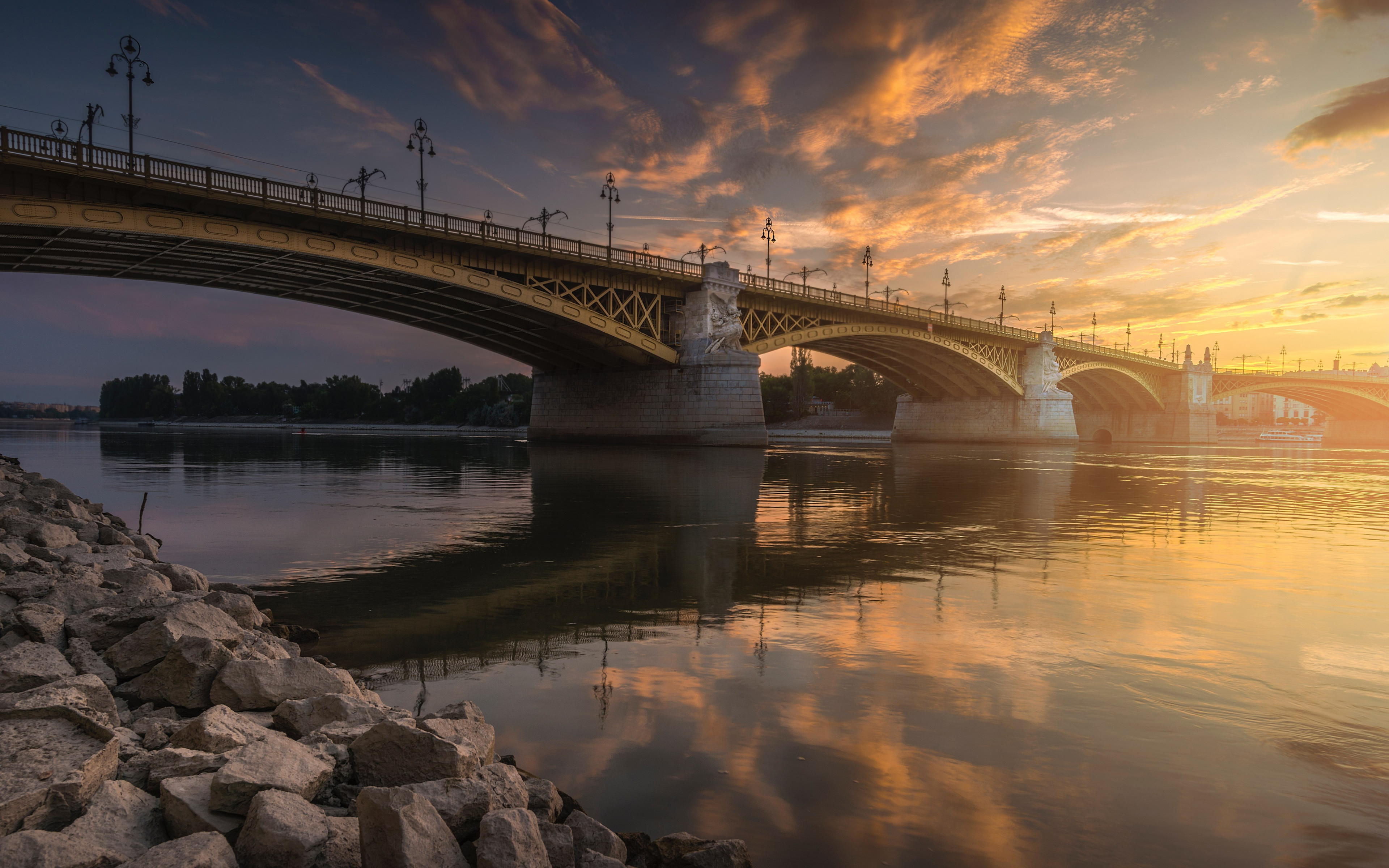Margaret Bridge over Danube river wallpaper 3840x2400