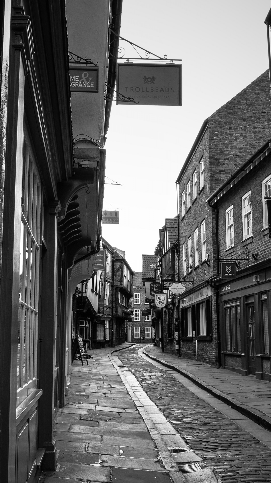On the streets of York, England wallpaper 1080x1920