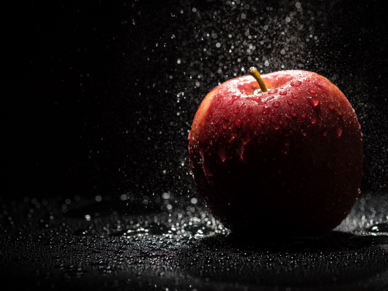The apple, natural red apple wallpaper 1280x960