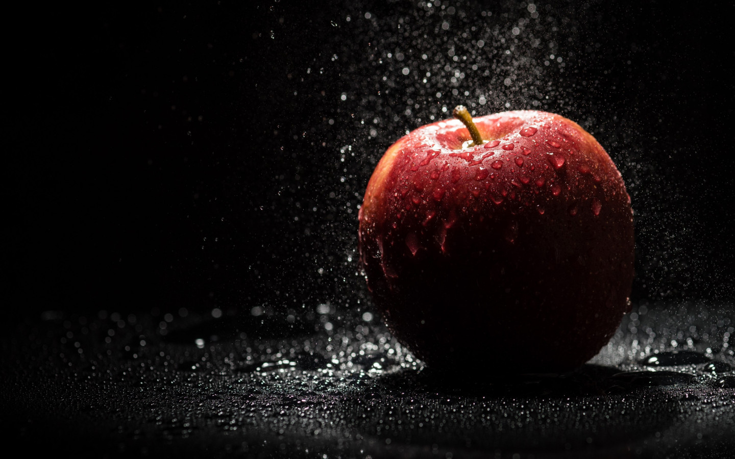 The apple, natural red apple | 1440x900 wallpaper