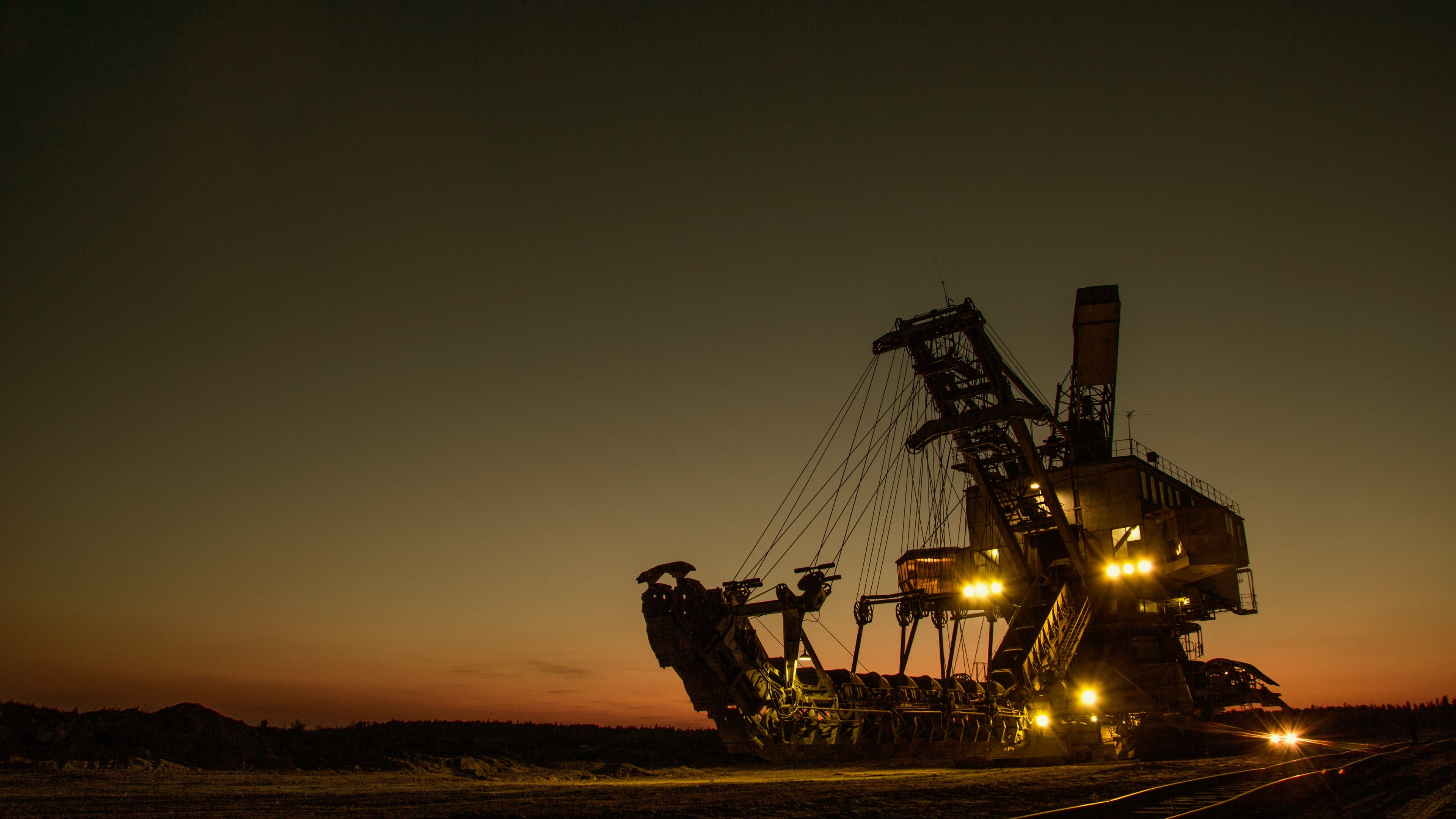 Mine excavator wallpaper 3840x2160