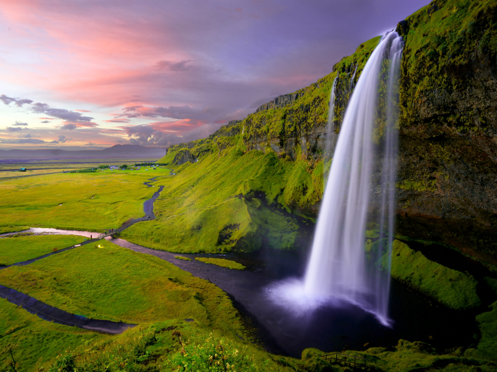 Seljalandsfoss waterfall wallpaper 1600x1200