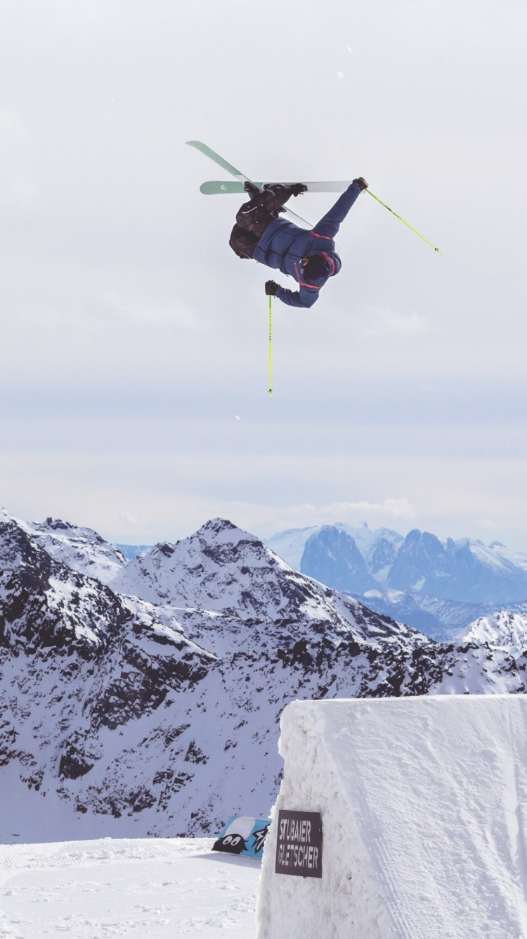 Acrobatic skiing wallpaper 750x1334