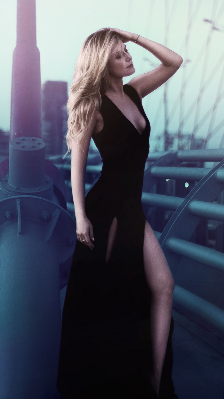 Lady with elegant black dress wallpaper 750x1334