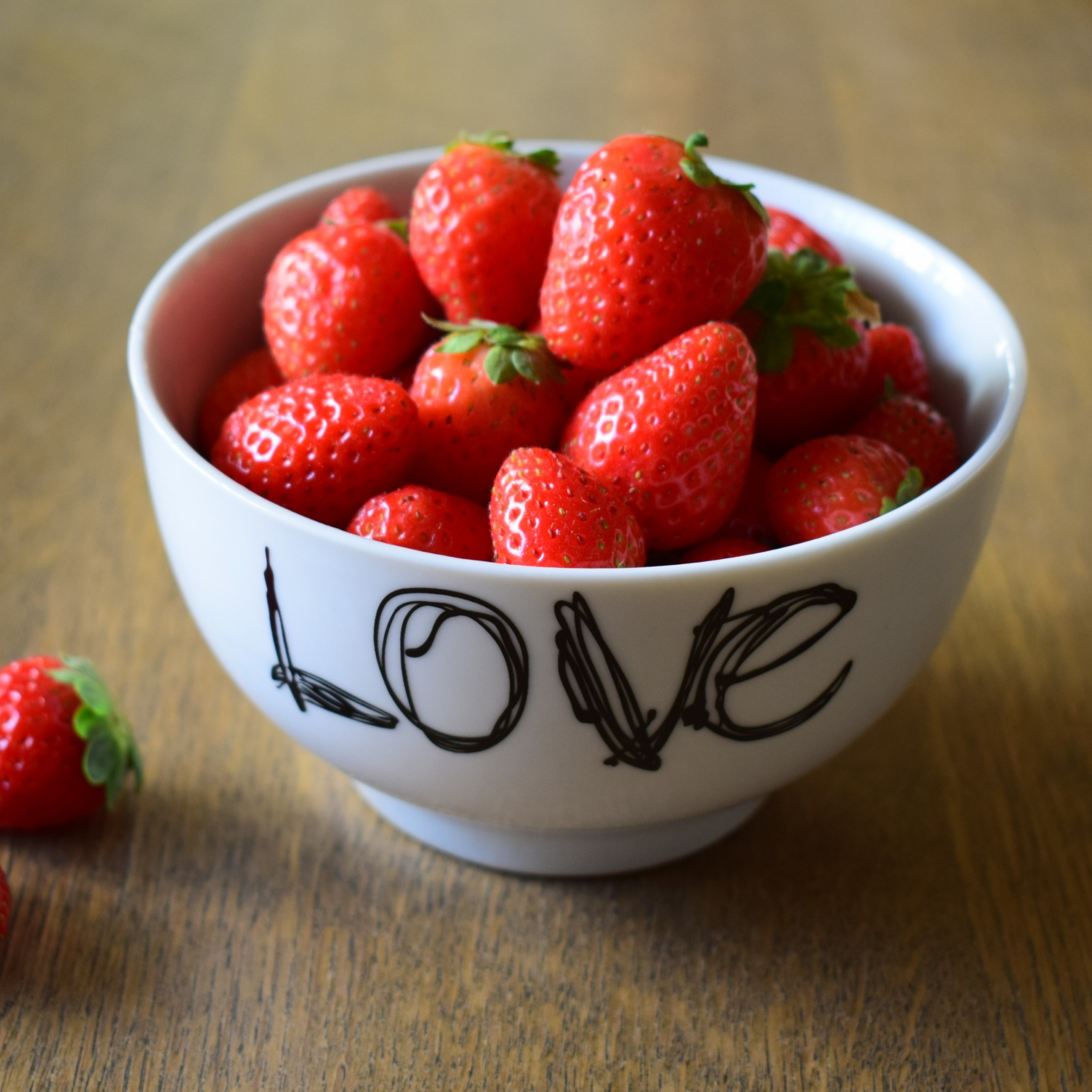 Strawberries with love wallpaper 2224x2224