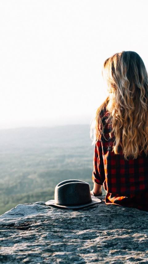 Lady admiring the natural view from Cheaha Mountains, USA wallpaper 480x854
