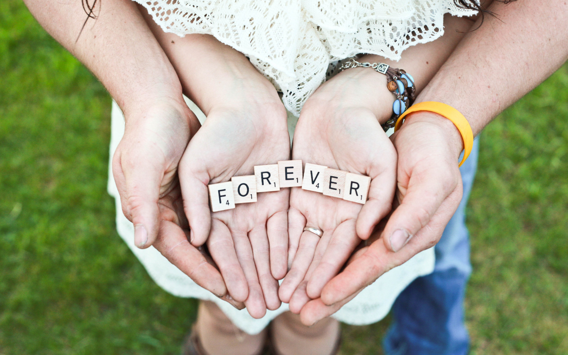 Forever message in their hands | 1920x1200 wallpaper