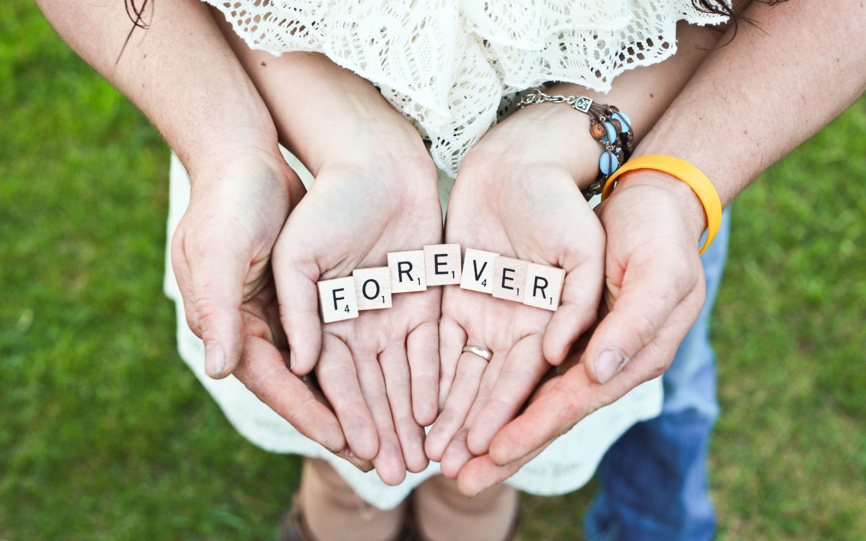 Forever message in their hands | 2880x1800 wallpaper