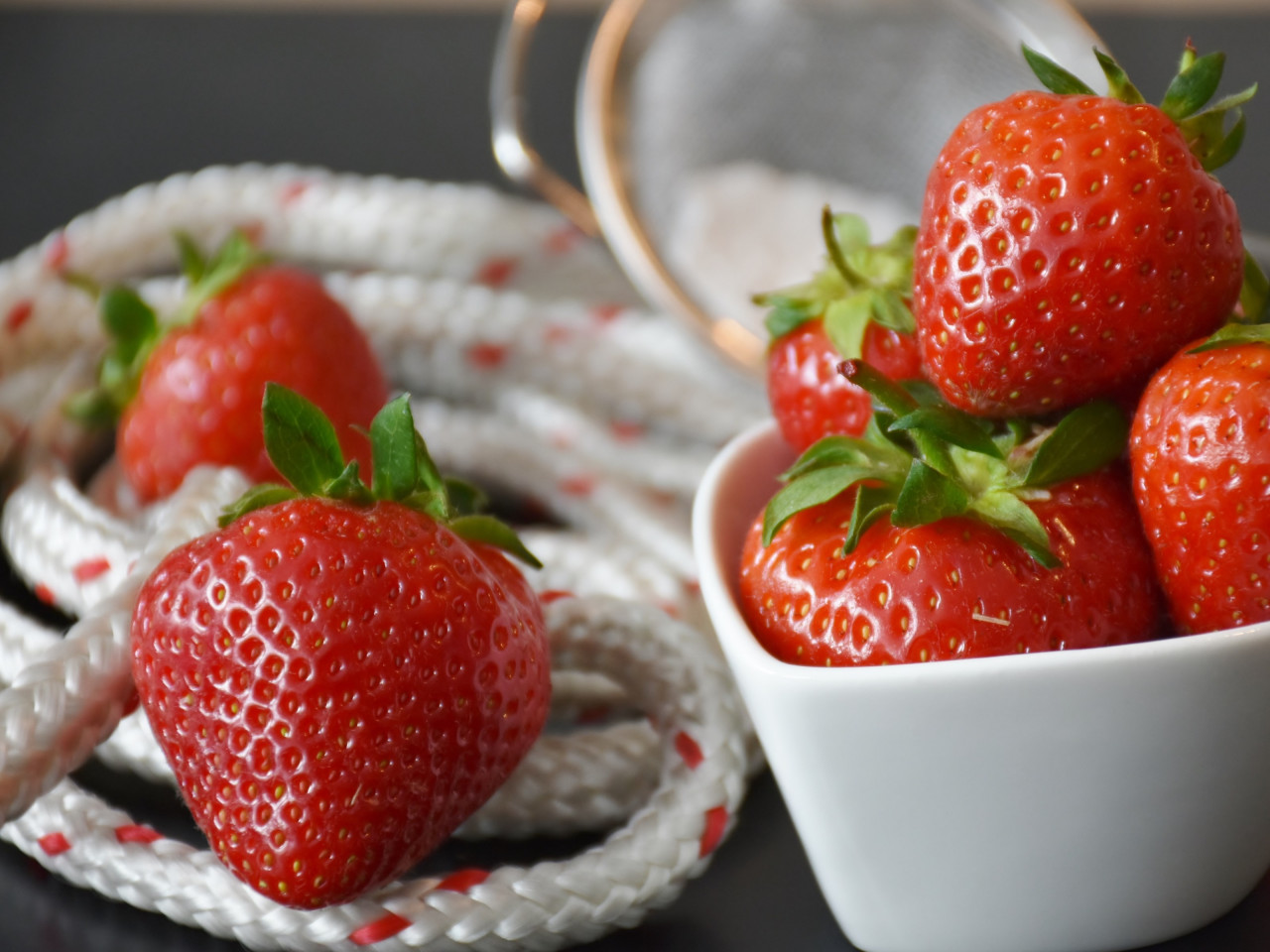 Strawberries wallpaper 1280x960