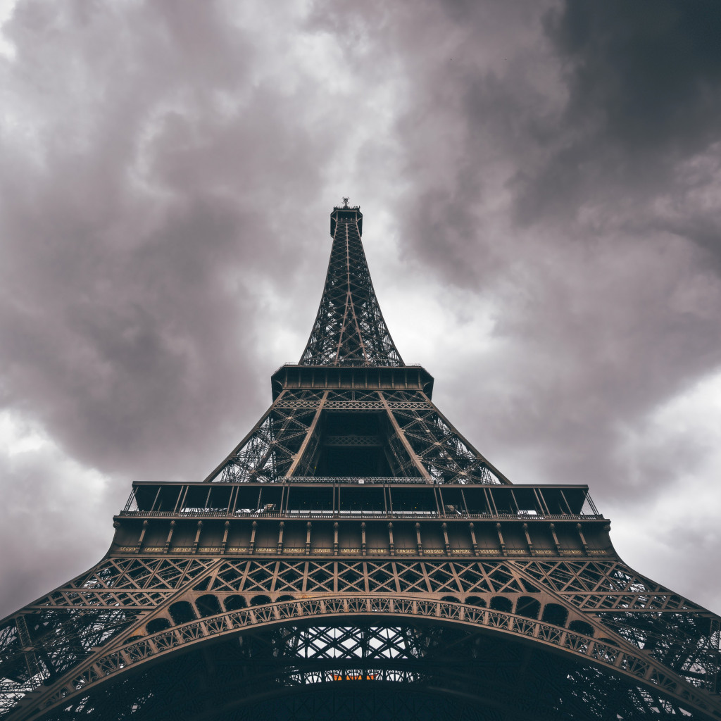 Eiffel Tower in a cloudy day | 1024x1024 wallpaper