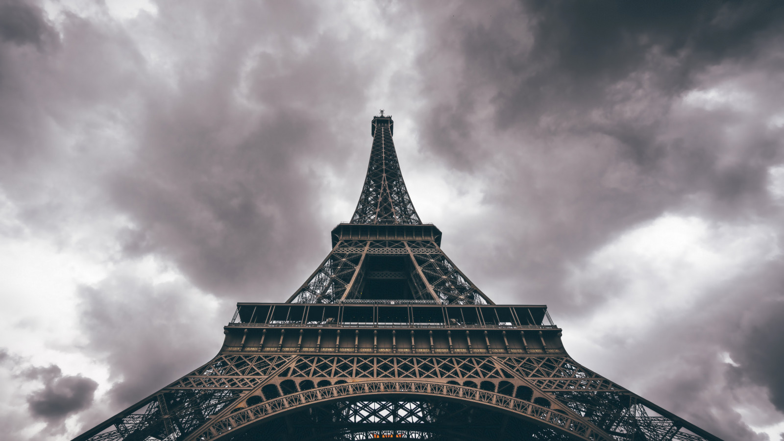 Eiffel Tower in a cloudy day wallpaper 1600x900