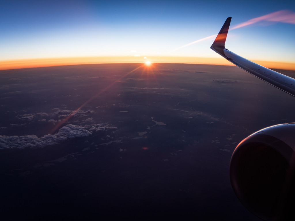 In the plane watching the sunset wallpaper 1024x768