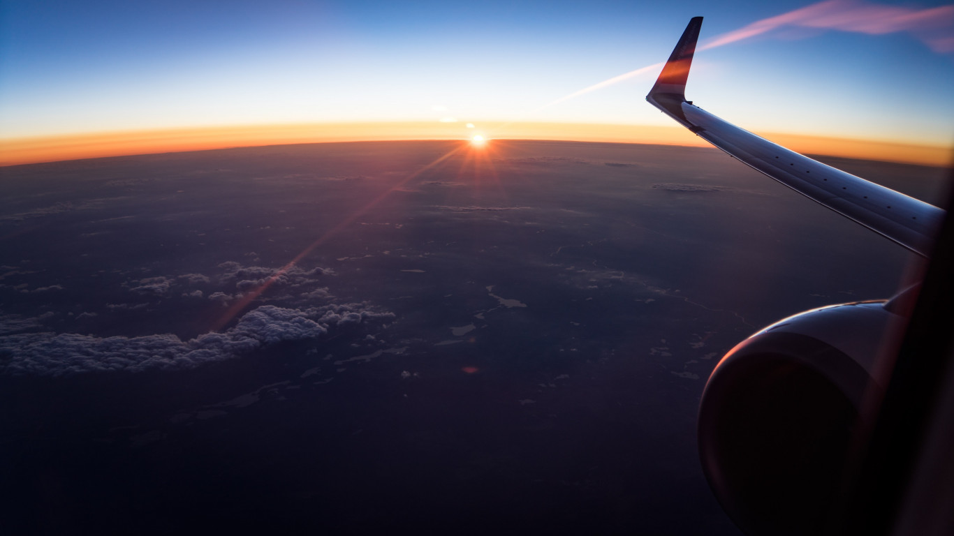 In the plane watching the sunset | 1366x768 wallpaper