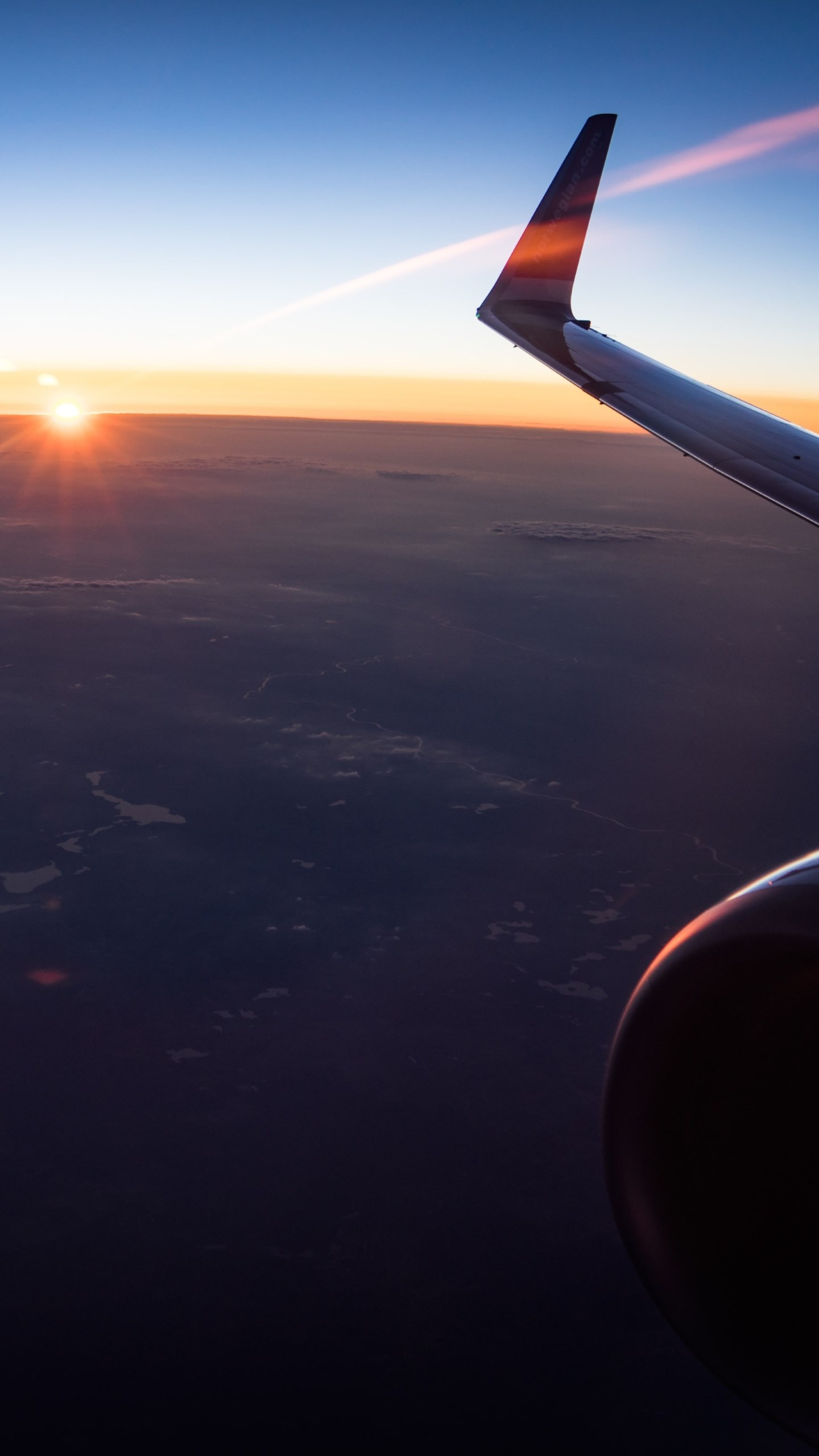 In the plane watching the sunset wallpaper 1440x2560