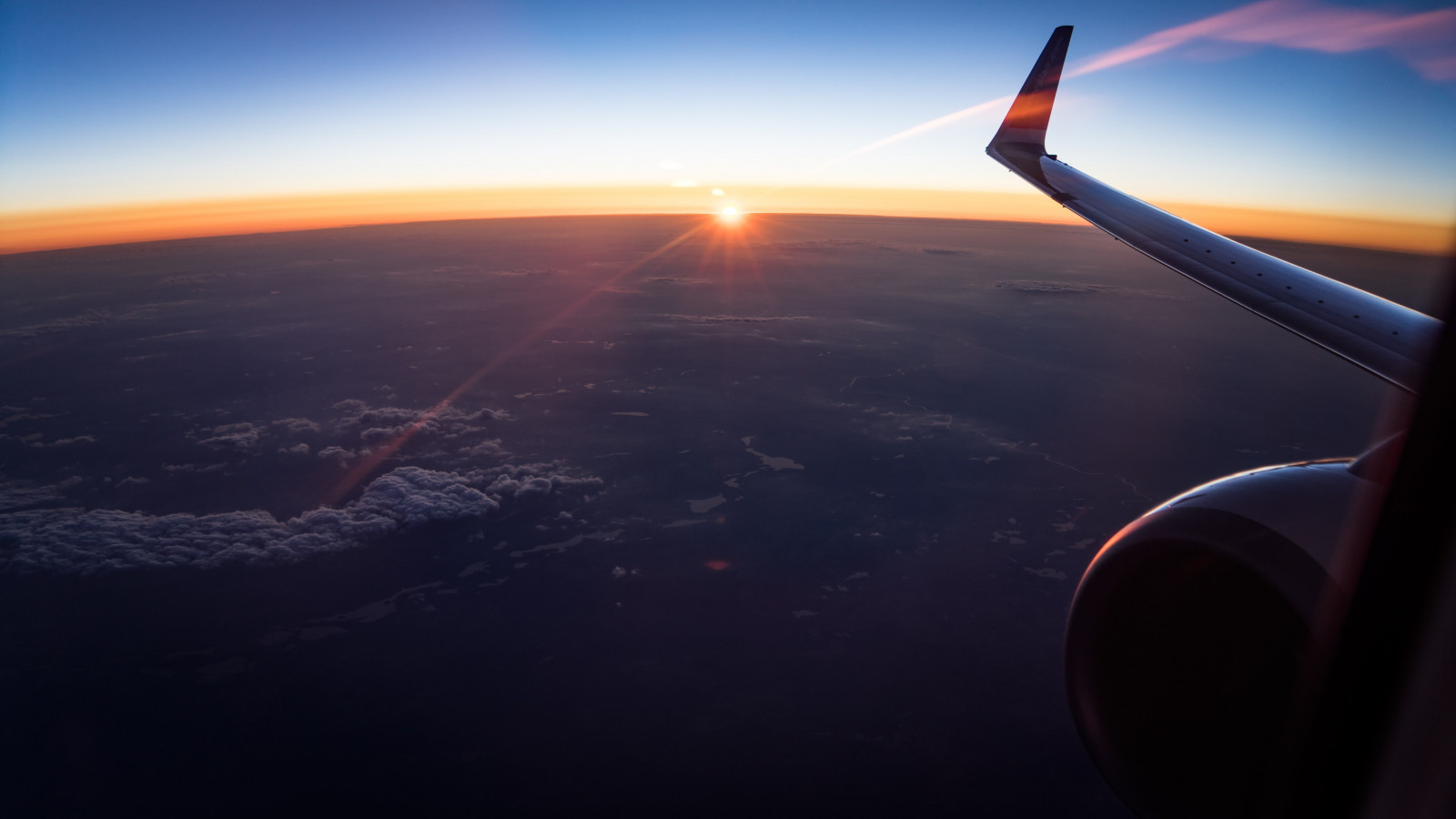 In the plane watching the sunset wallpaper 1600x900
