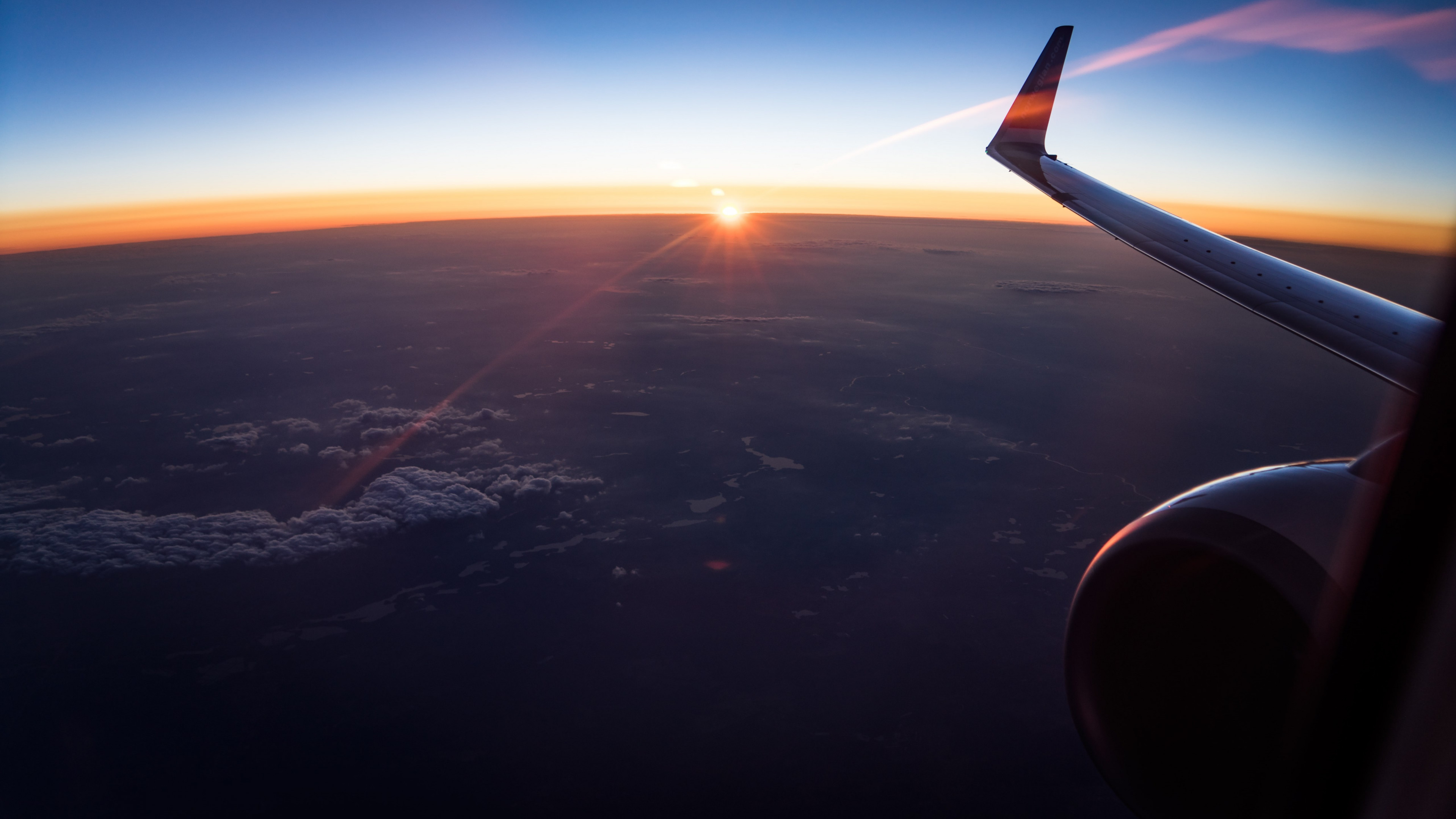 In the plane watching the sunset wallpaper 3840x2160