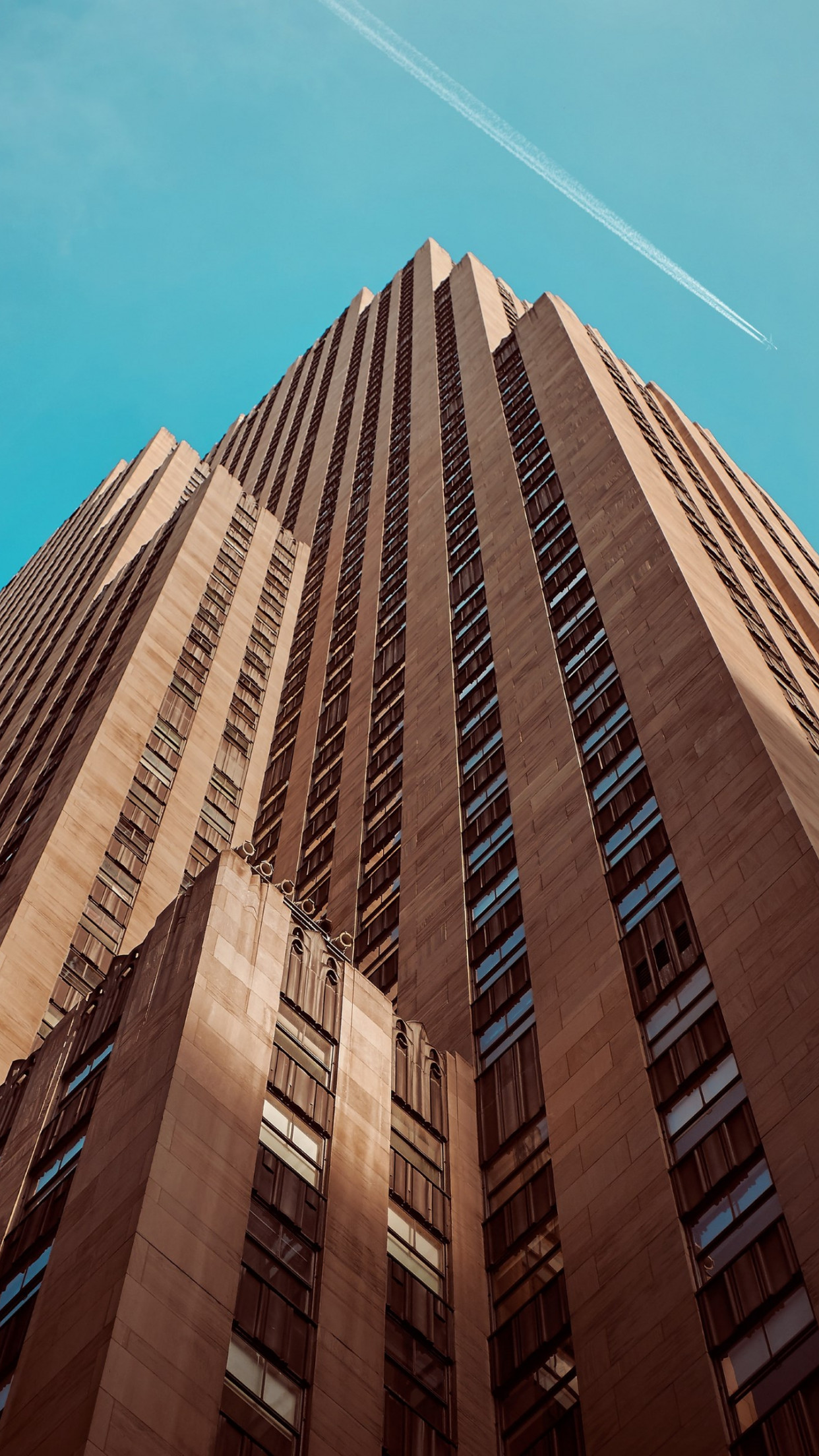 Rockefeller building touching the sky | 1242x2208 wallpaper