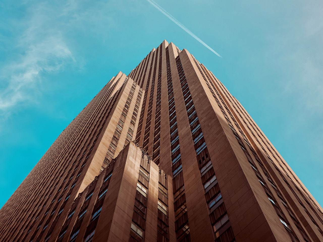 Rockefeller building touching the sky wallpaper 1280x960