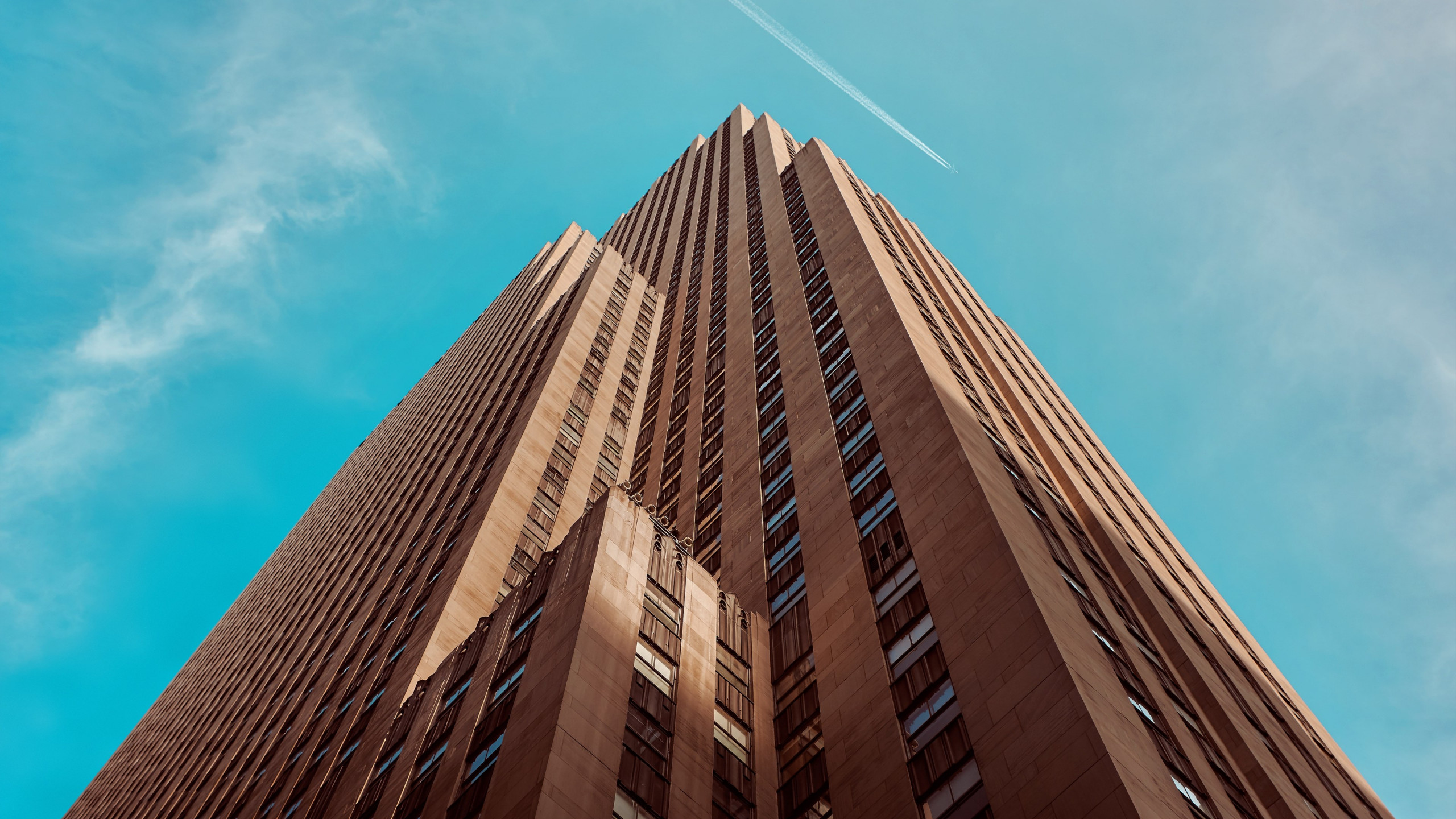 Rockefeller building touching the sky wallpaper 2560x1440