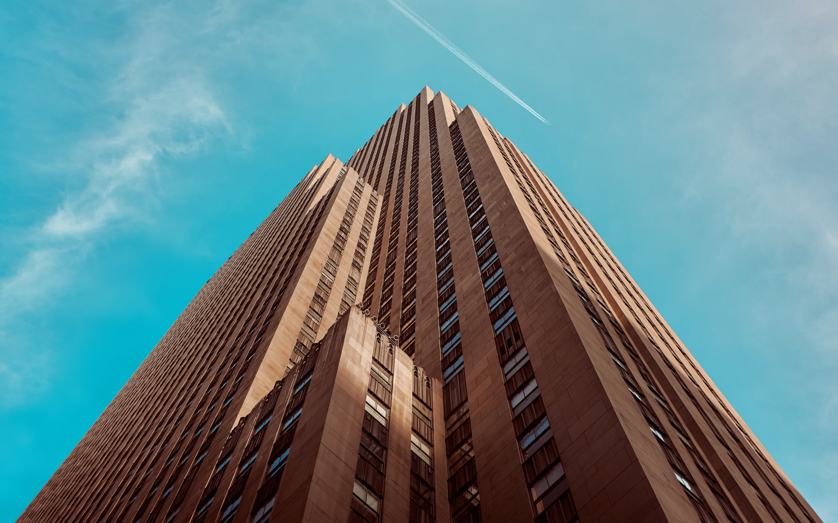 Rockefeller building touching the sky | 2880x1800 wallpaper