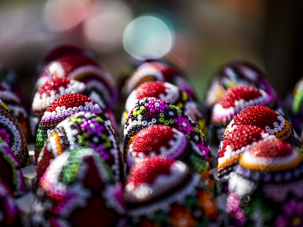 Easter eggs from Bucovina, Romania | 1024x768 wallpaper