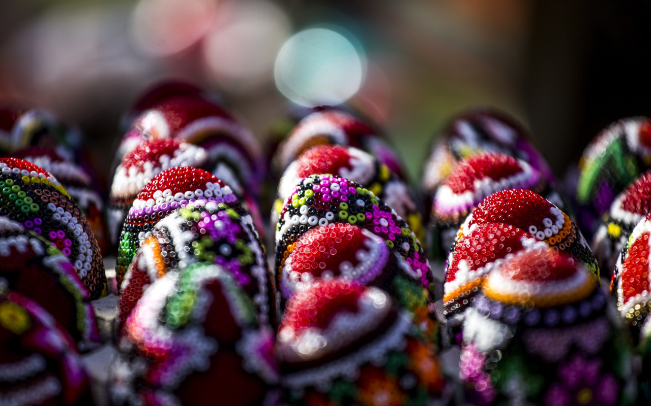 Easter eggs from Bucovina, Romania | 1280x800 wallpaper