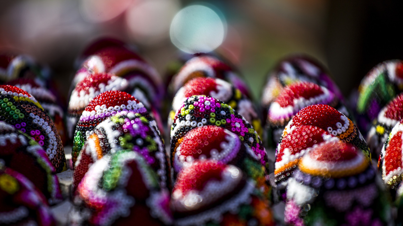 Easter eggs from Bucovina, Romania wallpaper 1600x900