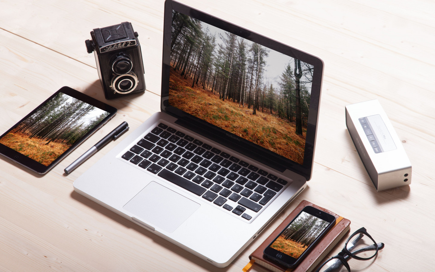 iPad, MacBook, iPhone & vintage camera | 1440x900 wallpaper